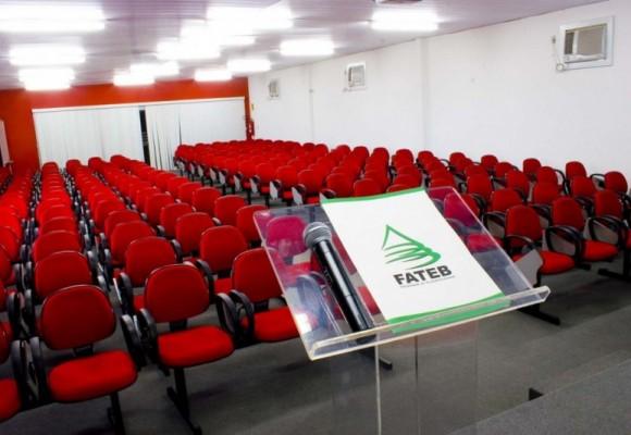 sala-de-convenções-2-1024×683-830×533
